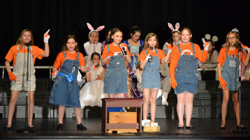 pictures from the 4th grade play